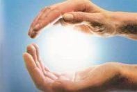 sfera-di-energia-fra-le-mani