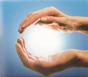 sfera di energia fra le mani 300x263 - Sfera di energia vitale